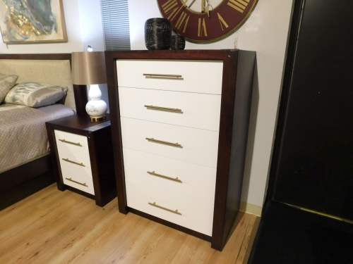 Lakewood 5-Drawer Chest