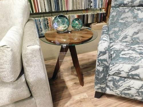 "West Bend 20"" Round End Table"